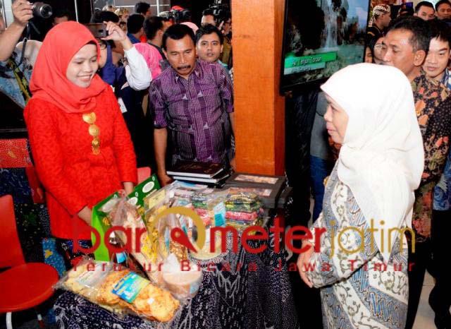 Khofifah di arena MITF ke-20 di Grand City Surabaya, Kamis (2/5/2019). | Foto: Barometerjatim.com/marjan ap