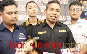 Beny Kanggur (dua kanan), aksi 22 Mei potensi diboncengi penolak Pancasila. | Foto: Barometerjatim.com/roy hs