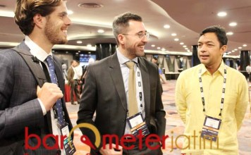 Gus Hans (kanan) bersama delegasi La Liga, Rodrigo Gallego Abad (kiri) dan Octavi Anoro di WFS Asia. | Foto: Barometerjatim.com/roy hs