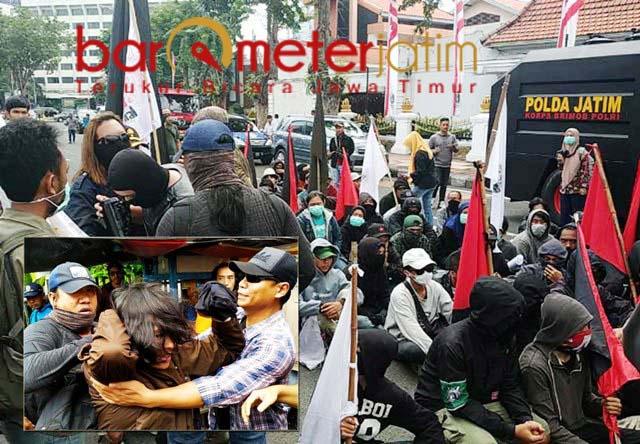 Kelompok Anarko (jaket hoodie) menyusup saat May Day. Inset: Anggota Anarko diamankan.   Foto: Barometerjatim.com/natha lintang