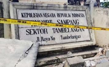 Mapolsek Tambelangan, Sampang usai dibakar massa gara-gara informasi hoaks. | Foto: Ist