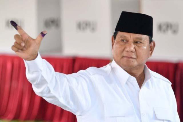 Prabowo Subianto, hari akan berbuka puasa bersama pendukungnya di Surabaya.   Foto: Ist