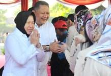 SALING MEMAAFKAN: Risma dan Whisnu, halal bi halal dengan ASN Pemkot Surabaya. | Foto: IST
