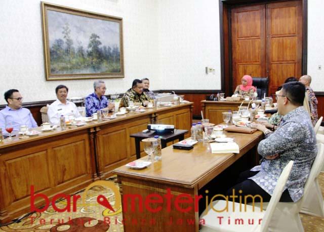 JATIM INCORPORATED: Khofifah melakukan pertemuan dengan pihak PT Polowijo di Grahadi. Barometerjatim.com/ABDILLAH HR