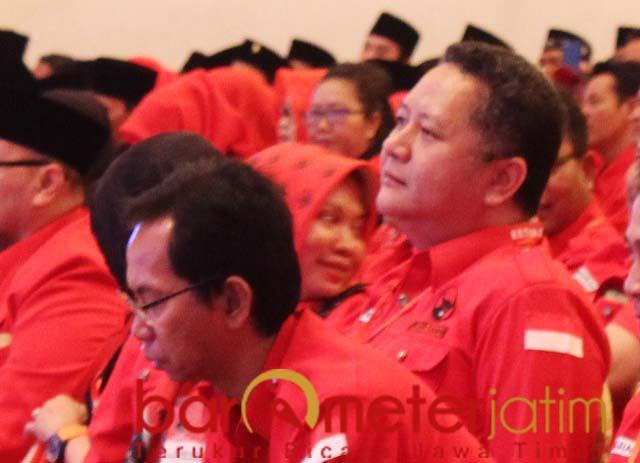 JELANG PILWALI SURABAYA: Whisnu (kanan) dan Awi saat Konfercab PDIP Surabaya. | Foto: Barometerjatim.com/ROY HS