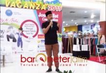 BAHAYA NARKOBA: Gus Hans saat talk show bahaya narkoba di Atrium Maspion Square Surabaya. | Barometerjatim.com/ROY HS