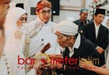 MBAH MOEN BERPULANG: KH Maimun Zubair saat menghadiri pernikahan putri Khofifah di Surabaya. | Foto: Barometerjatim.com/ROY HS