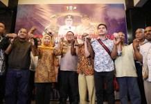 KAMI INDONESIA: Khofifah dan Kapolda Jatim bersama warga Papua di Surabaya menepis kabar pengusiran.   Foto: IST