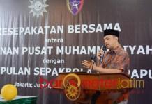 VIRUS PERDAMAIAN: Gus Hans di acara kesepakatan bersama PP Muhammadiyah-Uni Papua FC. | Foto: Barometerjatim.com/ROY HS