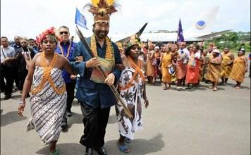 LUKA KITA SEMUA: Surya Paloh disambut hangat para mama Papua saat berkunjung ke Bumi Cenderawasih. | Foto: IST
