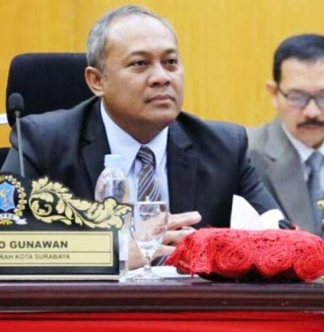 BEKERJA DALAM DIAM: Hendro Gunawan, birokrat Pemkot Surabaya yang banyak bekerja dalam diam. | Foto: IST