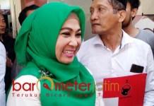 MANUT NU DNA KIAI: Kartika Hidayati, serahkan urusan calon wakilnya ke NU dan kiai.   Foto: Barometerjatim.com/HAMIM ANWAR