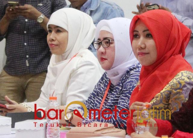 SIAPA DIRESTUI KHOFIFAH?: Dwi Astuti (Kiri) dan Lia Istifhama (kanan), saat fit and proper test PDIP. | Foto: Barometerjatim.com/ROY HS