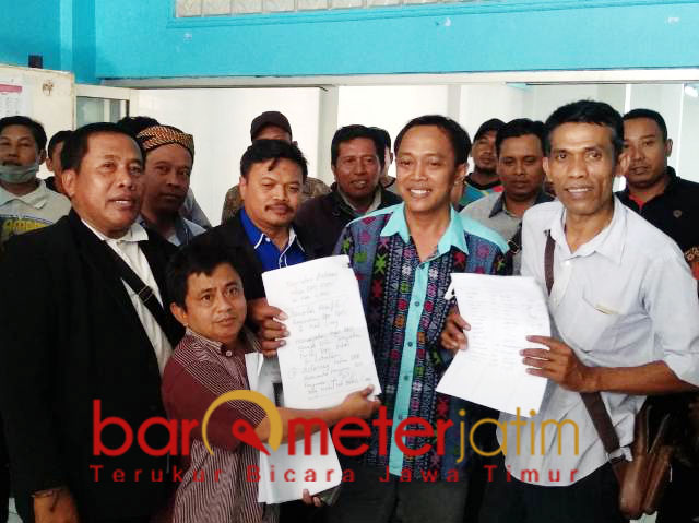 KONFLIK PAN: Forum DPC PAN Lamongan kembali menggelar aksi di kantor DPD. | Foto: Barometerjatim.com/HAMIM ANWAR