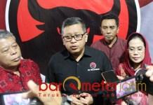 PDIP BICARA MENTERI: Hasto Kristiyanto di kantor DPD PDIP Jatim. | Foto: Barometerjatim.com/ROY HS