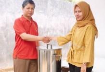 PKM UNESA: Bantuan alat berupa mesin pengukus kumbu kacang hijau dari Unesa untuk UMK. | Foto: Ist