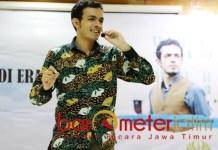 MAKIN ASYIK: Gamal Albinsaid, politik di Surabaya makin seru dan asyik. | Foto: Barometerjatim.com/ROY HS