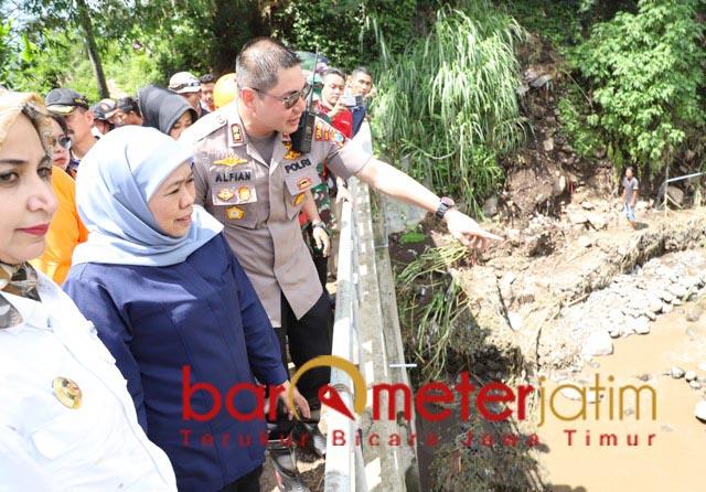 BENCANA ALAM: Khofifah kawal proses penanganan banjir bandang di Jember.   Foto: Barometerjatim.com/ABDILLAH HR