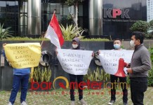 USUT FATTAH JASIN: Demo meminta KPK mengusut keterlibatan Fattah Jasin dalam kasus korupsi. | Foto: Barometerjatim.com/SYAIFUL K