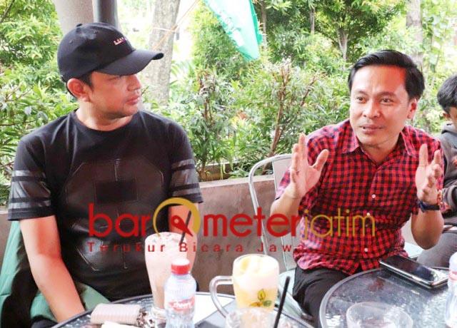 KADER GOLKAR: Gus Hans (kiri) dan Arif Fathoni, Golkar tak kekurangan kader di Pilwali Surabaya. | Foto: Barometerjatim.com/ROY HS