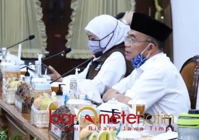 LEBIH SERIUS: Muhadjir Effendy, minta Jatim lebih serius tangani Covid-19. | Foto: Barometerjatim.com/ROY HS