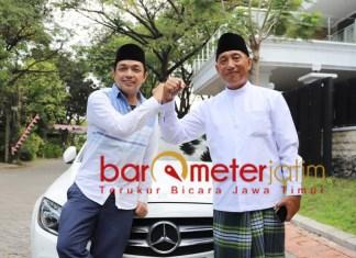 HUT RI: Gus Hans dan Arum Sabil, akan bagi-bagi 50 ribu masker untuk warga Surabaya. | Foto: Barometerjatim.com/ROY HS