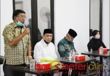 PILBUP SIDOARJO: Haji Masnuh (kiri), 36 elemen relawan bergerak untuk memenangkan Kelana-Astuti. | Foto: Barometerjatim.com/ROY HS