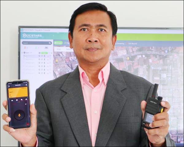 LINTASI JARAK DAN TEKNOLOGI: Country Manager POCSTARS, Taufan Tanoto. Inilah masa depan trunking radio. | Foto: POCSTARS/IST