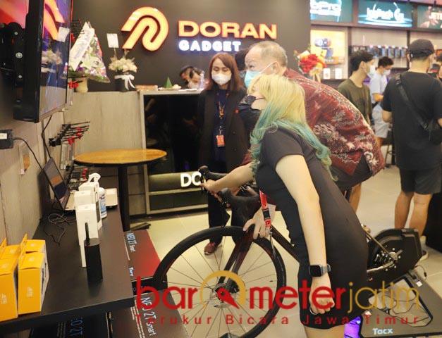 SEHAT DI MASA PANDEMI: Sepeda produk Garmin, selain untuk hobi juga menjaga kesehatan.   Foto: Barometerjatim.com/ROY HS