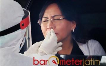 AMAN DAN NYAMAN: Di Neo Clinic, layanan Swab PCR cukup dilakukan dari dalam mobil.   Foto: Akun IG Khofifah