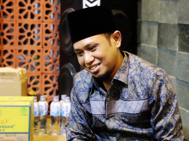 EVERYBODY HAPPY: Ra Fadil, minta bupati pasca Faida agar membuat Jember lebih everybody happy. | Foto: Barometerjatim/ROY HS