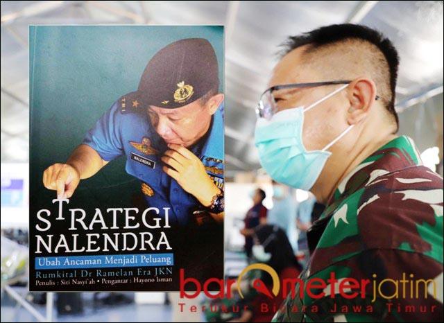 "RENDAH HATI: Dokter Nalendra, sukses besar dan pangkat tinggi tetap membuatnya ""membumi"".   Foto: Barometerjatim.com/ROY HS"