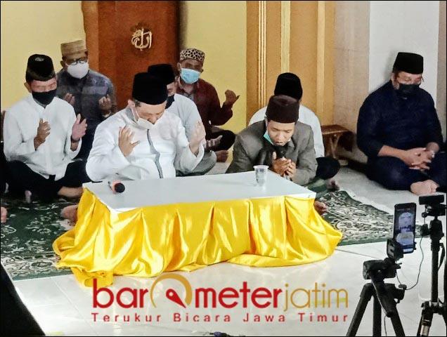 DOA DAN TAHLIL: Golkar Jatim gelar doa adan tahlil untuk 53 awak KRI Nanggala 402 yang gugur. | Foto: Barometerjatim.com/IST