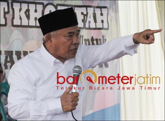 HARAM!: Kiai Asep, keluarga besar Ponpes Amanatul Ummah jangan mau divaksin AstraZeneca. | Foto: Barometerjatim.com/ROY HS/DOK