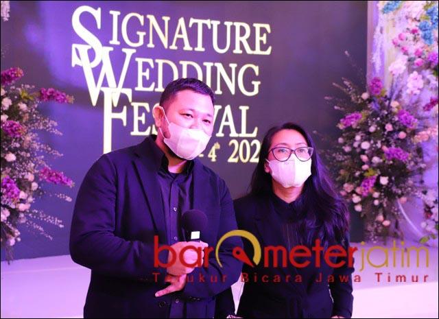 LEBIH KREATIF: Irwan Faizal dan Veni Laksono, pandemi membuat pelaku usaha wedding lebih kreatif. | Foto: Barometerjatim.com/ROY HS
