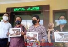 LAPOR POLDA: Elemen aktivis 98 Surabaya melaporkan Khofifah, Emil Dardak, dan Heru ke Polda Jatim. | Foto: Barometerjatim.com/ROY HS