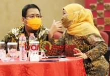 GERINDRA TERTARIK?: Anwar Sadad dan Khofifah saat acara BImtek DPRD Jatim di Yogyakarta.   Foto: Barometerjatim.com/ROY HS/DOK