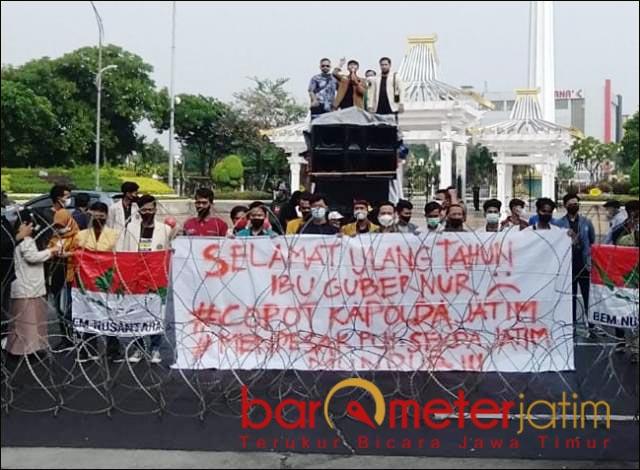 USUT ULTAH KHOFIFAH: BEM Nusantara Jatim, minta pesta ultah Gubernur Khofifah diusut. | Foto: Barometerjatim.com/IST