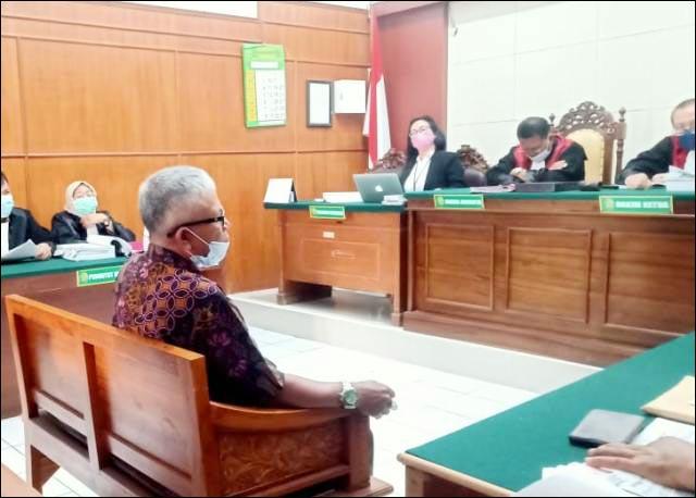 GARA-GARA KAYU: Sidang dugaan perkara tipu gelap jual beli kayu di Pengadilan Negeri PN Surabaya. | Foto: Barometerjatim.com/IST