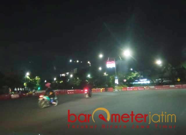 TUTUP TOTAL: Ruas Jalan A Yani Surabaya ditutup total saat PPKM Darurat. | Foto: Barometerjatim.com/ROY HS