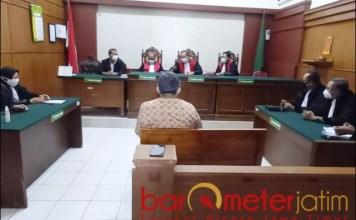 VAONIS SETAHUN: Sidang tipu gelap kayu, terdakwa Imam Santoso divonis satu tahun penjara. | Foto: Barometerjatim.com/ABDILLAH