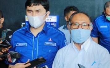 ANGKAT BICARA: Bambang Widjojanto (kanan), pokok gugatan terhadap KLB Demokrat abal-abal belum diperiksa.   Foto: IST