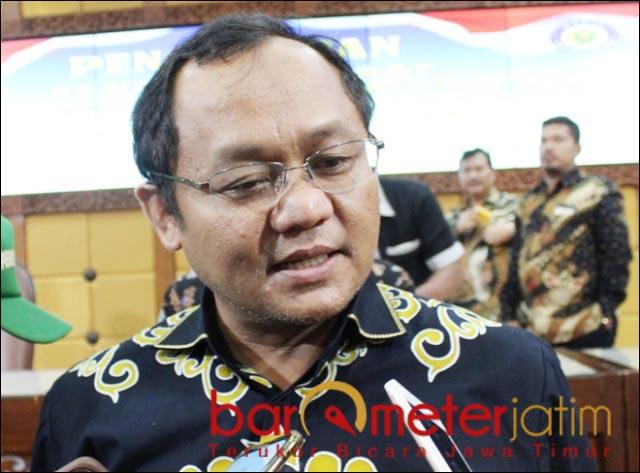 BERI APRESIASI: Sarmuji, Menko Perekonomian Airlangga Hartarto keluarkan Indonesia dari resesi.   Foto: Barometerjatim.com/DOK