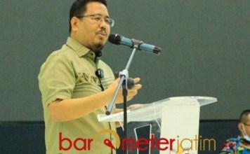 MEMUKAU: Anwar Sadad, tampil memukau dalam seminar di UIN KH Ahmad Sidiq Jember.   Foto: Barometerjatim.com/IST