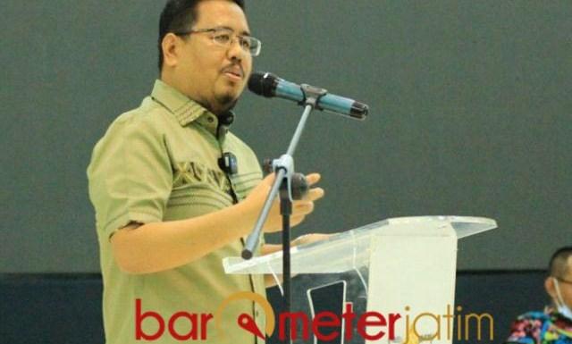 MEMUKAU: Anwar Sadad, tampil memukau dalam seminar di UIN KH Ahmad Sidiq Jember. | Foto: Barometerjatim.com/IST