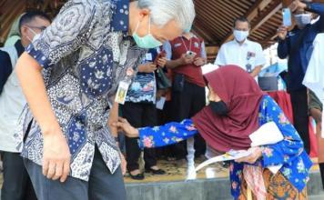 PEMIMPIN MERAKYAT: Ganjar Pranowo, pemimpin merakyat yang dinilai cocok lanjutkan Jokowi.   Foto: IST