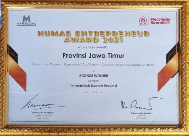 BRONZE WINNER: Inilah piagam bronze winner Humas Entrepreneur Award 2021 yang diterima Pemprov Jatim. | Foto: IST