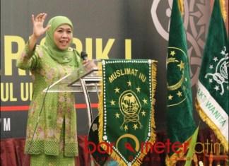 KAPAN REGENERASI?: Khofifah Indar Parawansa, empat periode alias 20 tahun memimpin Muslimat NU. | Foto: Barometerjatim.com/DOK