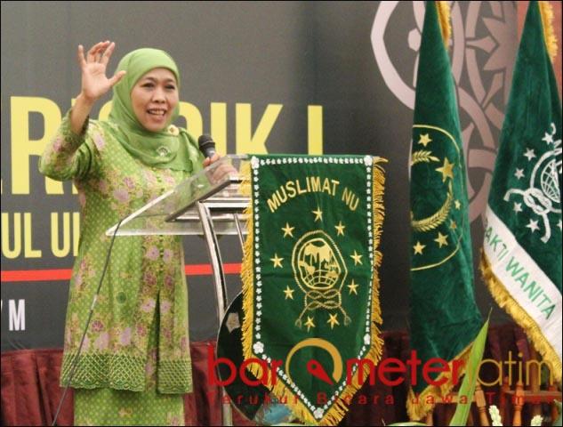 KAPAN REGENERASI?: Khofifah Indar Parawansa, empat periode alias 20 tahun memimpin Muslimat NU.   Foto: Barometerjatim.com/DOK