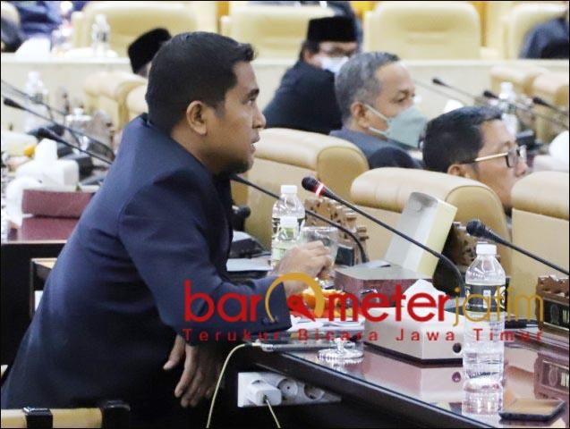 MENOLAK: Mathur Husyairi, Fraksi KBN menolak menyetujui Raperda P-APBD Jatim 2021 menjadi Perda. | Foto: Barometerjatim.com/ROY HS